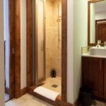 Old Man Creek B Bathroom